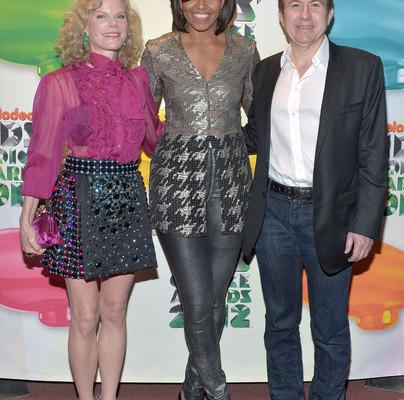 Pre Koho Sú Tie šaty? – Michelle Obama Na Kid's Choice Awards 2012