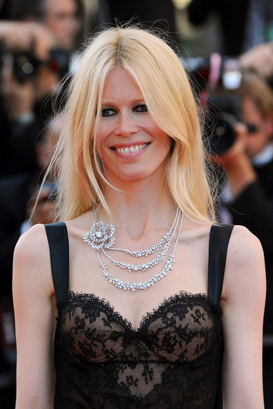 Celebrity A Farby – Claudia Schiffer V Cannes